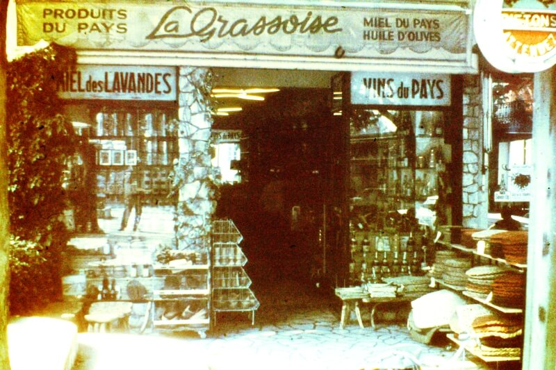 """Sklepik """"La Grassoise"""" z lokalnymi wyrobami"""