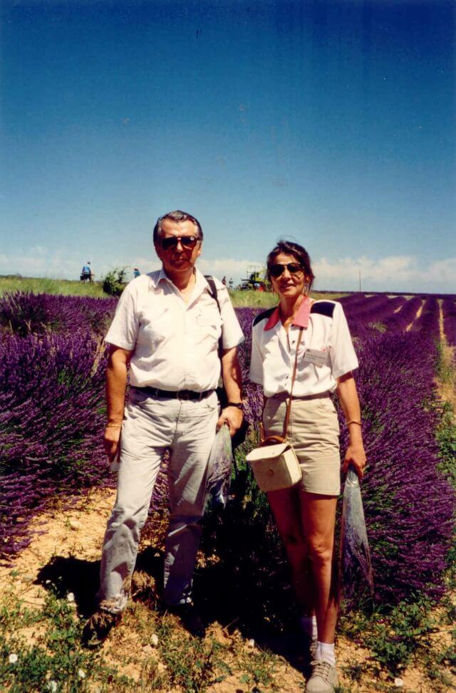 Autorzy na tle plantacji lawendy